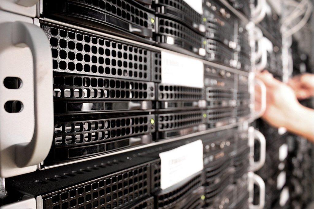 serveur informatique dans un centre de stockage